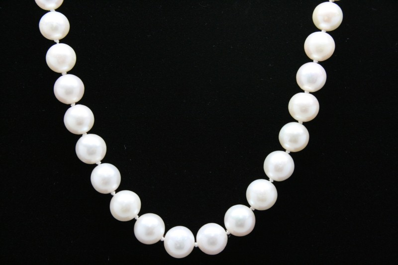 PEARL NECKLACE WITH 14K YELLOW GOLD CLAPS