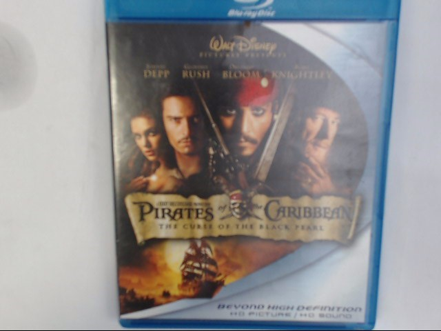 BLU-RAY MOVIE PIRATES OF THE CARIBBEAN: CURSE OF THE BLACK PEARL