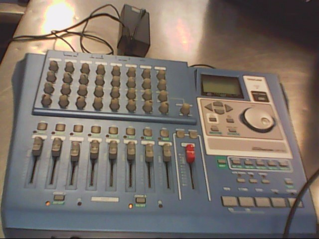 TASCAM Multi-Track Recorder DP-01 MULTITRACK RECORDER