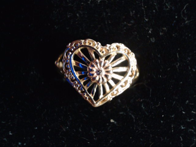 Lady's Gold Ring 14K Yellow Gold 3g Size:7