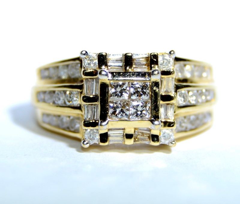 10K Yellow Gold Chunky Princess & Baquette Diamond Cluster Ring sz 5