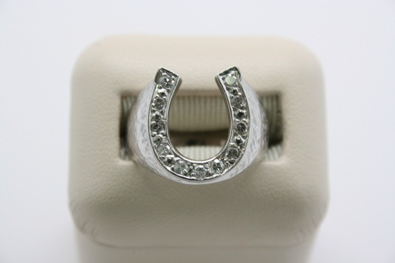 GENT'S HORSE SHOE DESIGN WITH DIAMOND 14K WHITE GOLD
