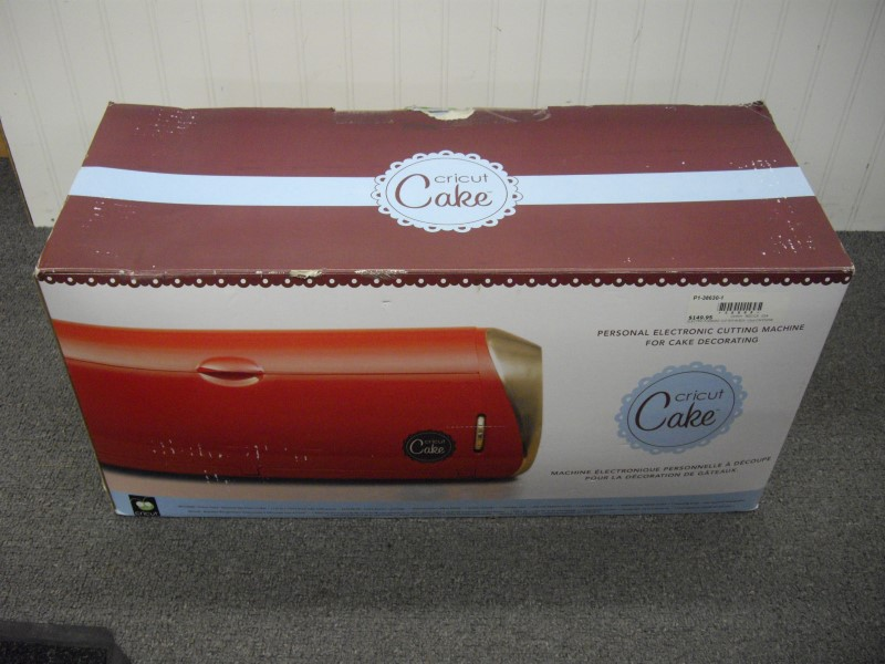 CRICUT CAKE CUTTING DECORATOR