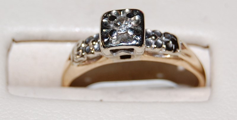 14K Yellow Gold Lady's Diamond Ring 1.5G 0.05CTW Size 6.25