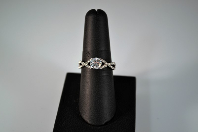 White Stone Lady's Silver & Stone Ring 925 Silver 3.1g Size:8