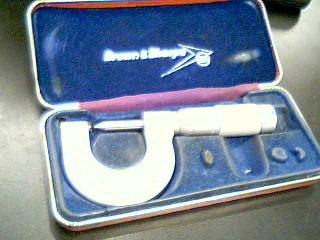 BROWN & SHARPE Micrometer 32-40