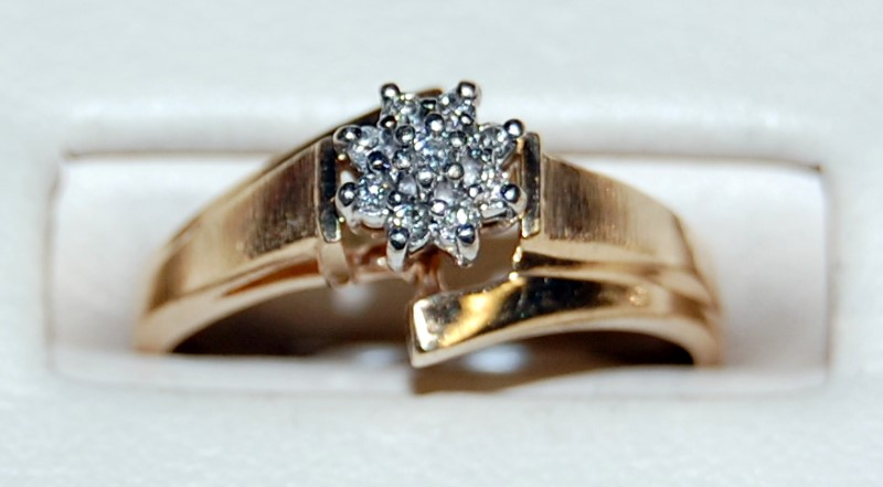 Lady's Diamond Cluster Ring 9 Diamonds .10 Carat T.W. 10K Yellow Gold 2.4g