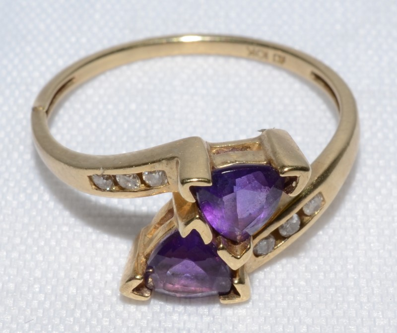 Amethyst Lady's Stone & Diamond Ring 6 Diamonds 0.06 Carat T.W. 10K Yellow Gold