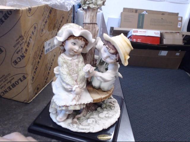 GIUSEPPE ARMANI Collectible Plate/Figurine FIRST LOVE 0112E