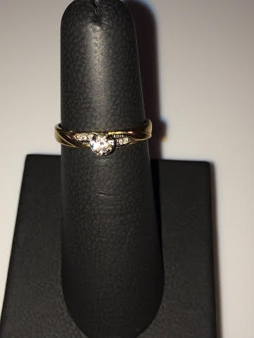Lady's Diamond Solitaire Ring 5 Diamonds .09 Carat T.W. 10K Yellow Gold 1.6g