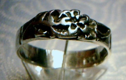 Lady's Silver Ring 925 Silver 0.32dwt- size 8