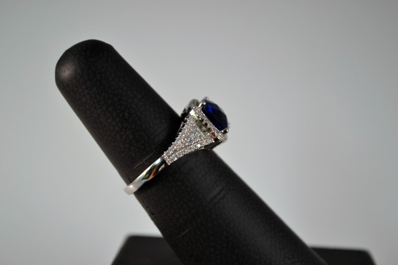 Blue Stone Lady's Silver & Stone Ring 925 Silver 3.8g Size:7