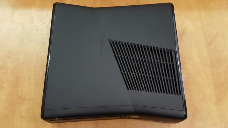 MICROSOFT XBOX 360S 4GB Console Black w/Power Cord