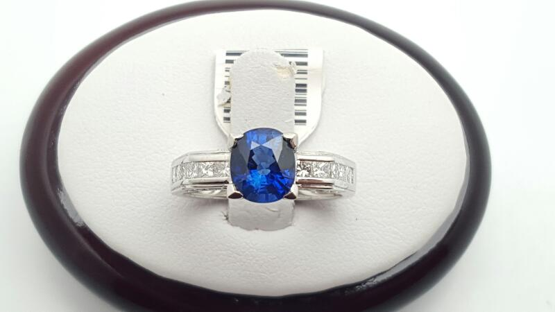 Lady's sapphire & Diamond Ring 24 Diamonds .53 Carat T.W. 18K White Gold 5.6g