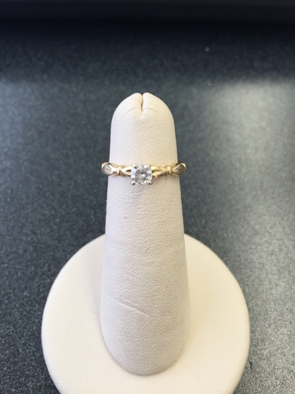 Lady's Diamond Solitaire Ring .20 CT. 14K Yellow Gold 1.9g Size:4.5