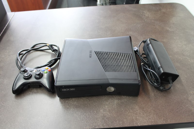 MICROSOFT Video Game System XBOX 360 - 4GB - SLIM CONSOLE
