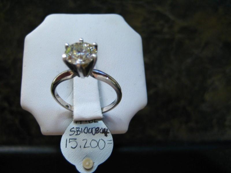Lady's Gold Ring 14K White Gold 2.6g