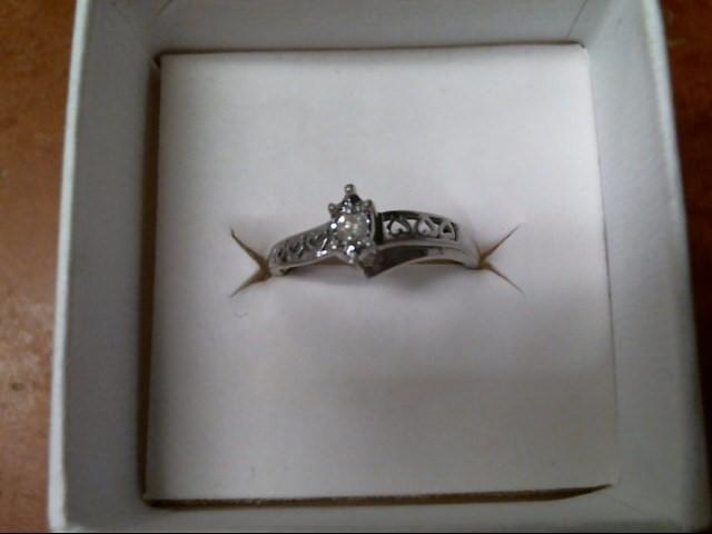 2.3G 10K WHITE GOLD DIAMOND RING