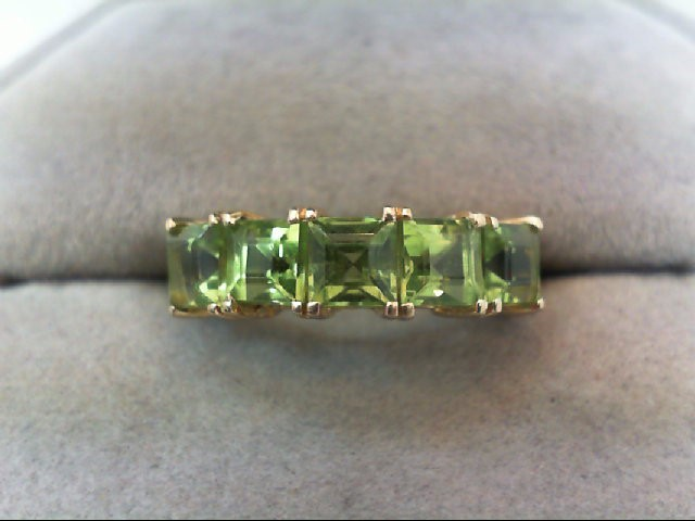 Peridot Lady's Stone Ring 10K Yellow Gold 2.6g