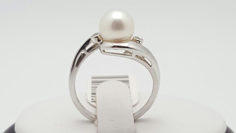 Lady's pearl & Diamonds Ring 2 Diamonds .04 Carat T.W. 14K White Gold 3.3g
