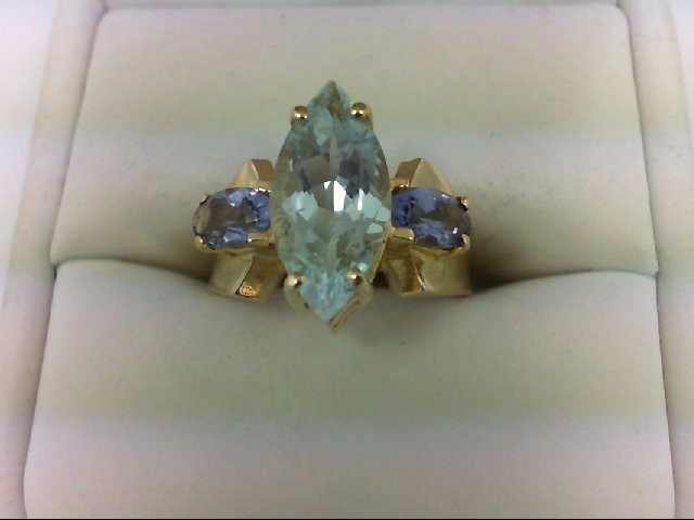Aquamarine Lady's Stone Ring 10K Yellow Gold 4.6g