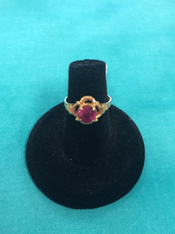 Synthetic Red Stone Lady's Stone Ring 18K Yellow Gold 1dwt