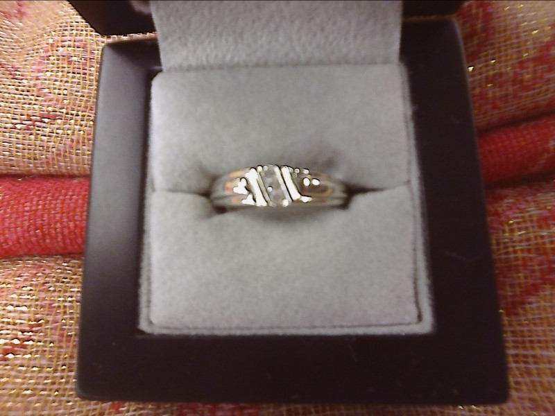 10K WHITE GOLD RING-BAND W/ 3 DIAMONDS DIAGONALLY IN CENTER SIZE: 7 1/2