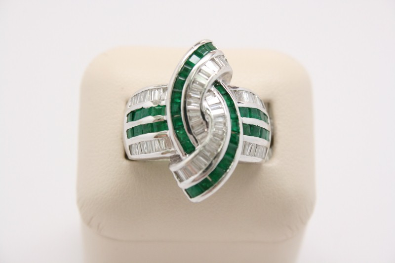 EMERALD WITH DIAMOND RING 14K WHITE GOLD