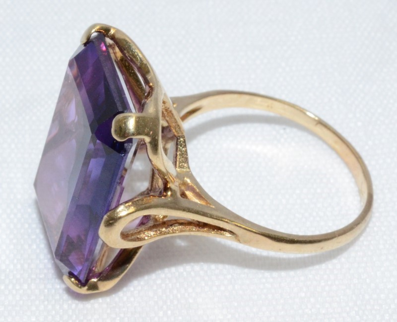 10K YELLOW GOLD AMETHYST WOMEN'S RING, SIZE 8, GOOD CONDITION. FREE SHIPPING