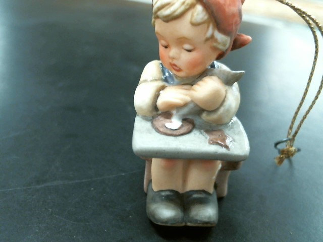 HUMMEL Collectible Plate/Figurine FIGURINE