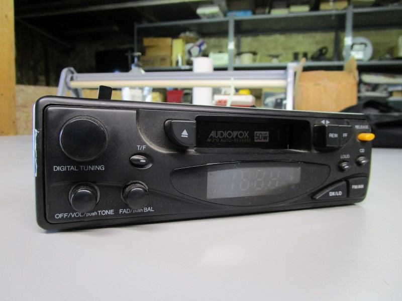 AUDIOVOX AV-350 CAR CASSETTE TAPE PLAYER AND AM/FM RADIO, UNTESTED