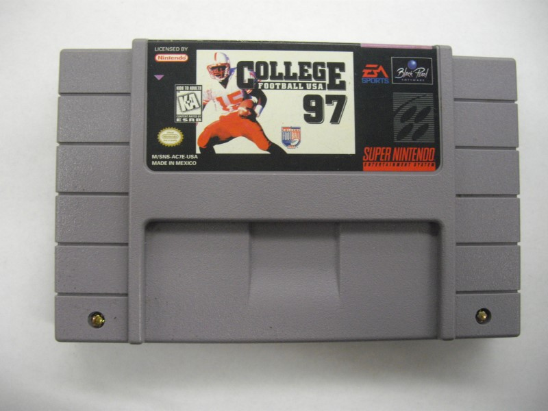 "SNES COLLEGE FOOTBALL USA 97 ""GAME ONLY"""
