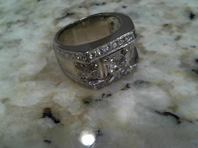Lady's Diamond Fashion Ring 1.00 CT. 18K White Gold 16.9g