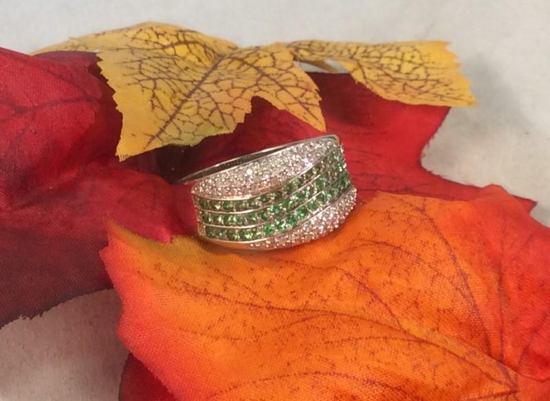 Tsavorite Lady's Stone & Diamond Ring 80 Diamonds 2.40 Carat T.W.