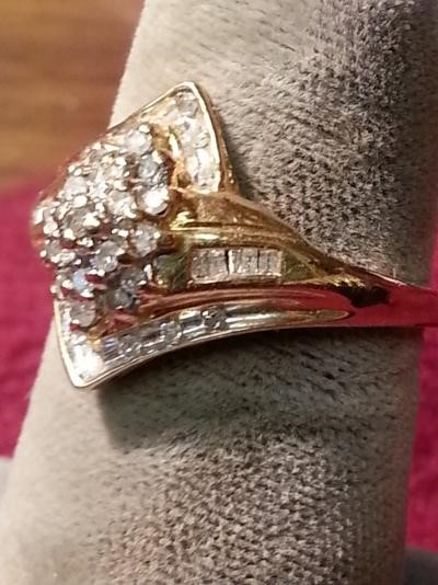 Lady's Diamond Cluster Ring 31 Diamonds .31 Carat T.W. 14K Yellow Gold 1.9dwt