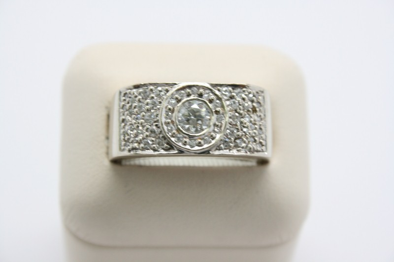 GENT'S 14K WHITE GOLD DIAMOND RING