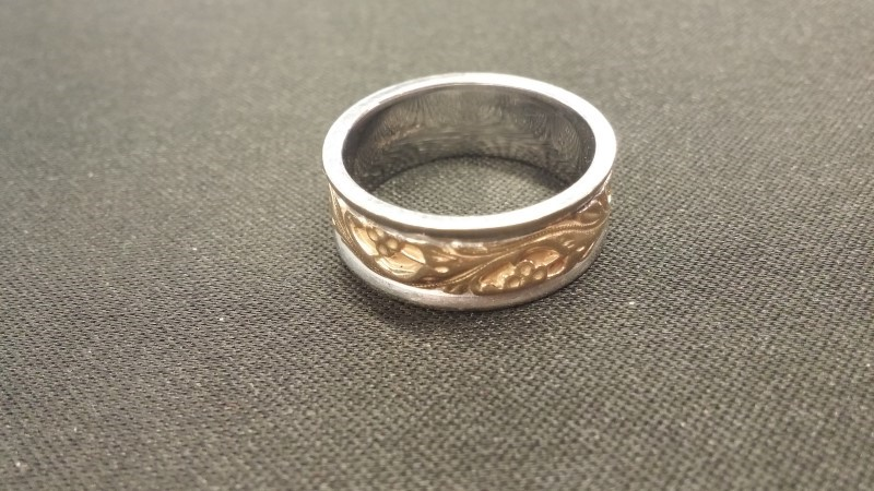 Gent's Gold Ring 14K 2 Tone Gold 5.5dwt Size:8.3