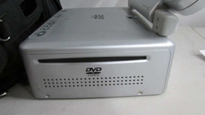 AUDIOVOX Portable DVD Player VBP-4000