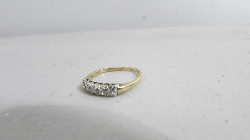 Lady's Diamond Solitaire Ring 5 Diamonds .15 Carat T.W. 14K Yellow Gold 2.05g