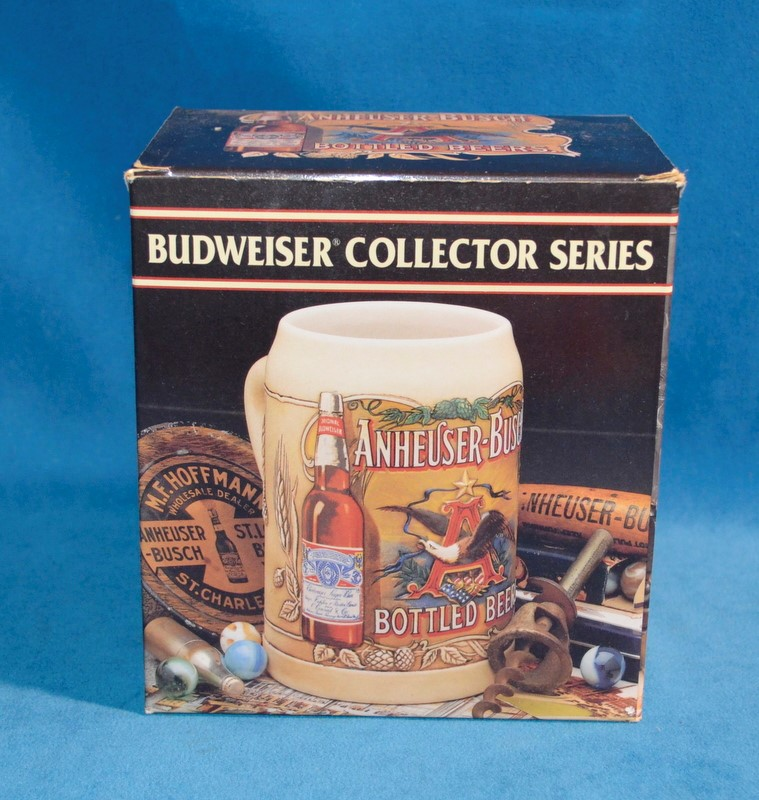 BUDWEISER COLLECTOR SERIES ANHEUSER-BUSCH BOTTLED BEERS BEER STEIN