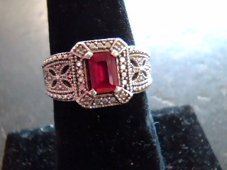 Red Stone Lady's Silver & Stone Ring 925 Silver 2.9dwt