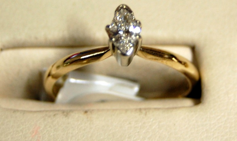 14K Yellow Gold Ladies Marquis Diamond Engagement Ring 2.0G 0.25CTW Size 7