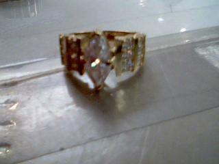 White Stone Lady's Stone Ring 10K Yellow Gold 6.5g