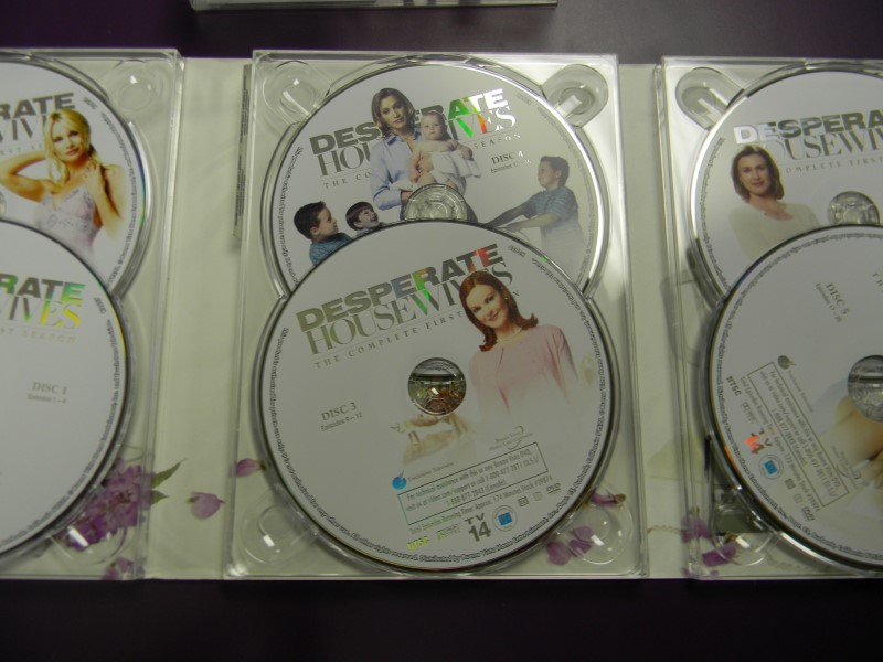 DVD BOX SET DESPERATE HOUSEWIVES The Complete First Season 1