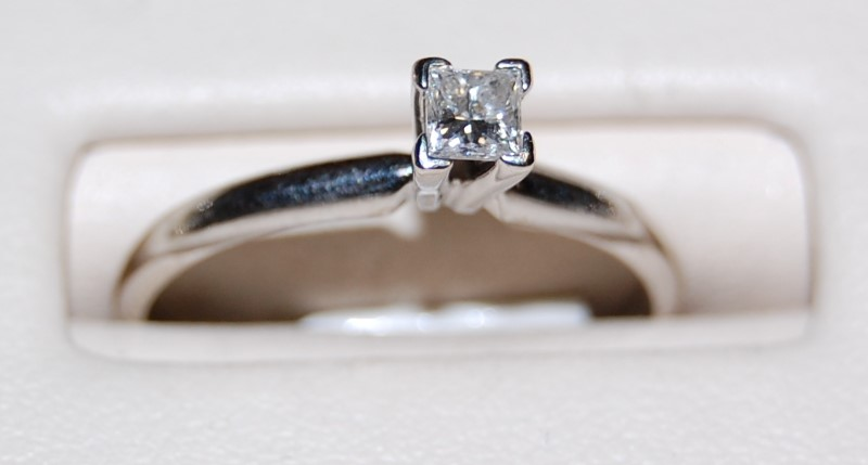 14K Lady's White Gold Diamond Solitaire Ring 1.9G 0.24CTW Size 7
