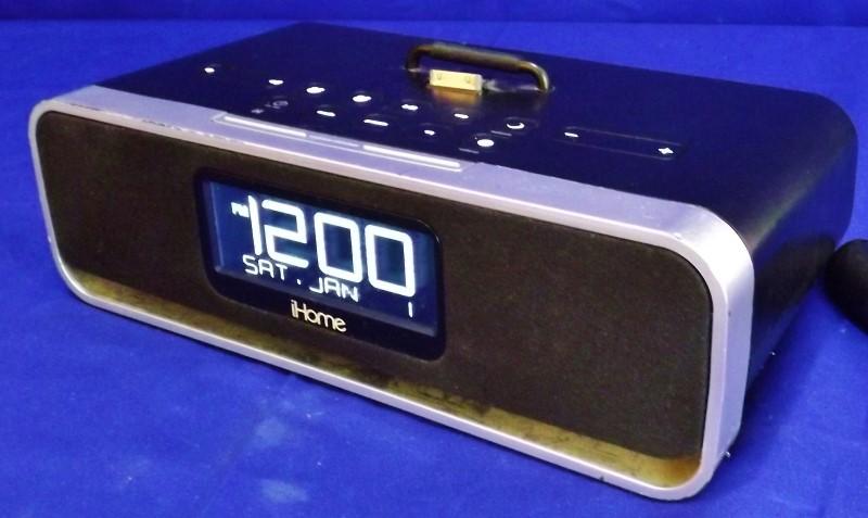 IHOME ID91 CLOCK RADIO W/ APPLE DOCK CRADLE