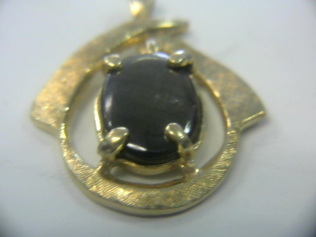 Synthetic Black Star Sapphire Gold-Stone Pendant 14K Yellow Gold 1.7dwt