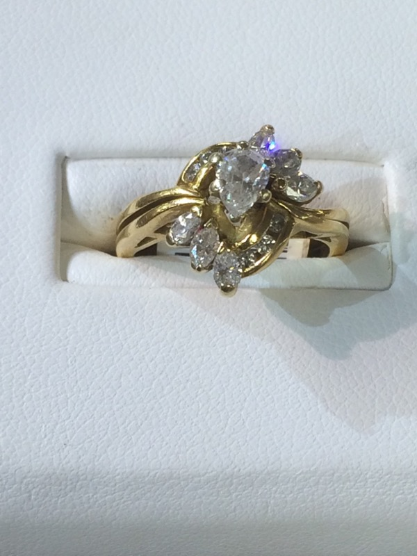Lady's Diamond Wedding Set 7 Diamonds 1.10 Carat T.W. 18K Yellow Gold 4.4dwt