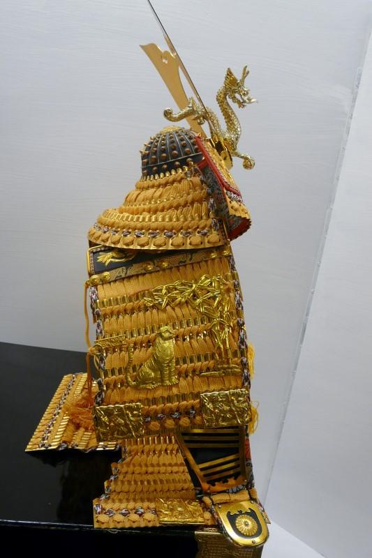 JAPANESE MINIATURE SAMURAI ARMOR YUSOKU GOGATSU-NINGYO KABUTO DAY DOLL & BOX