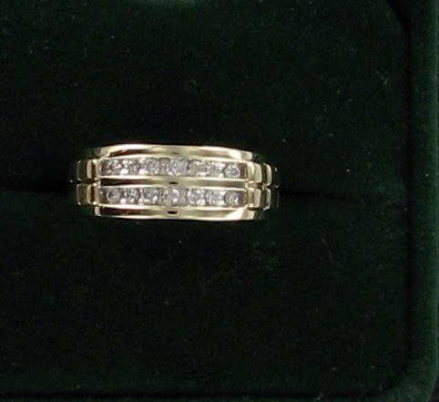 Lady's Diamond Wedding Band 16 Diamonds .16 Carat T.W. 10K Yellow Gold 2.7dwt